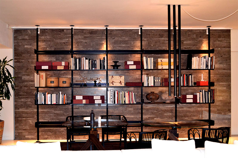 Metal gives a modern masculine feeling to this book shelf
